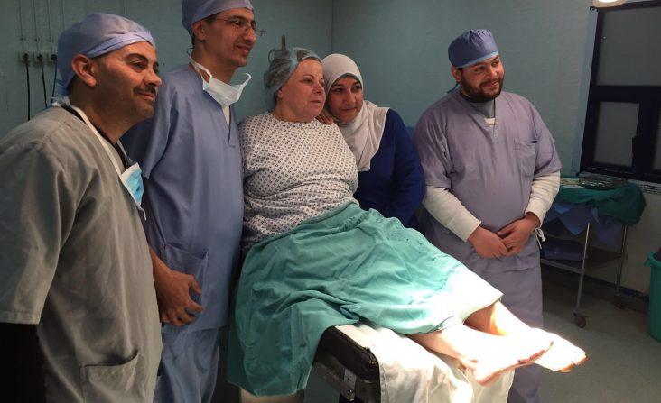 Il dottor Samer con lo staff egiziano